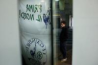 Varese: un ragazzo partecipa ad incontro organizzato dalla Lega Nord Varese per sostenere Roberto Maroni