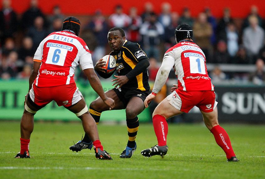 Photo: Richard Lane/Richard Lane Photography. Gloucester Rugby v London Wasps. Anglo Welsh EDF Energy Cup. 04/10/2008. Wasps' Mark Odejobi attacks.