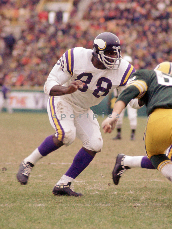 Minnesota Vikings Alan Page (88) during a game from his 1972 season with the Minnesota Vikings . Alan Page played for 16 years with 2 different teams was a 9-time Pro Bowler and was inducted to the Pro Football Hall of Fame in 1988.(SportPics)