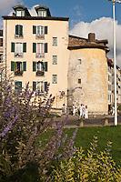 Europe/France/Aquitaine/64/Pyrénées-Atlantiques/Pays-Basque/Bayonne: La Tour Vieille-Boucherie lors des Fêtes de Bayonne