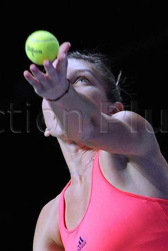 25.10.2016. Singapore, Malaysia. WTA Finals Singapore Open.  Simona Halep of Romania competes during the WTA Tennis  Womens Finals round robin match against Angelique Kerber of Germany at Singapore Indoor Stadium, Oct. 25, 2016. Kerber won 2-0.