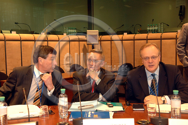 BRUSSELS - BELGIUM - 23 March 2006 -- European Social Dialogue/ summit - meeting of social partners under form Finland left Risto PIEKKA ETUC.middle Mikko MAENPAA ETUC and right Lauri ILHALAIENEN ETUC PHOTO: EUP-IMAGES / Michel WIEGANDT..