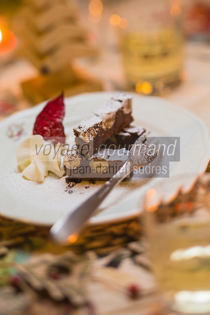Italie, Val d'Aoste, Vallée d'Ayas, Challand-Saint-Anselme: Pain perdu, recette de Paola chef du restaurant de l'hotel: La Torreta // Italy, Aosta Valley, Ayas  Valley, Challand Saint Anselme: Aosta toast recipe Paola chef of the hotel: La Torreta
