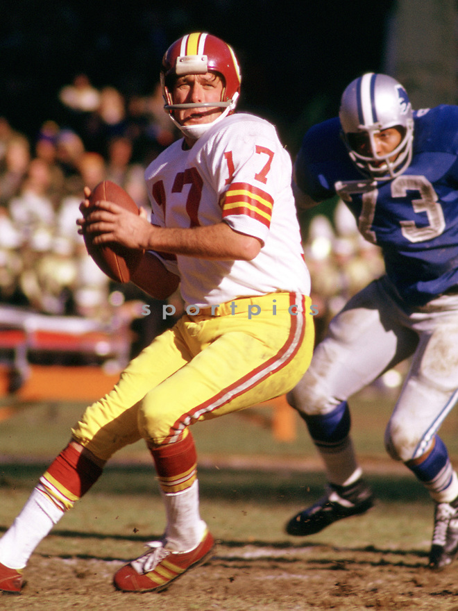 Washington Redskins Billy Kilmer (43) during a game from his 1973 season with the Washington Redskins. Billy Kilmer played for 16 season with 3 different teams and was a 1-time Pro Bowler.(SportPics)