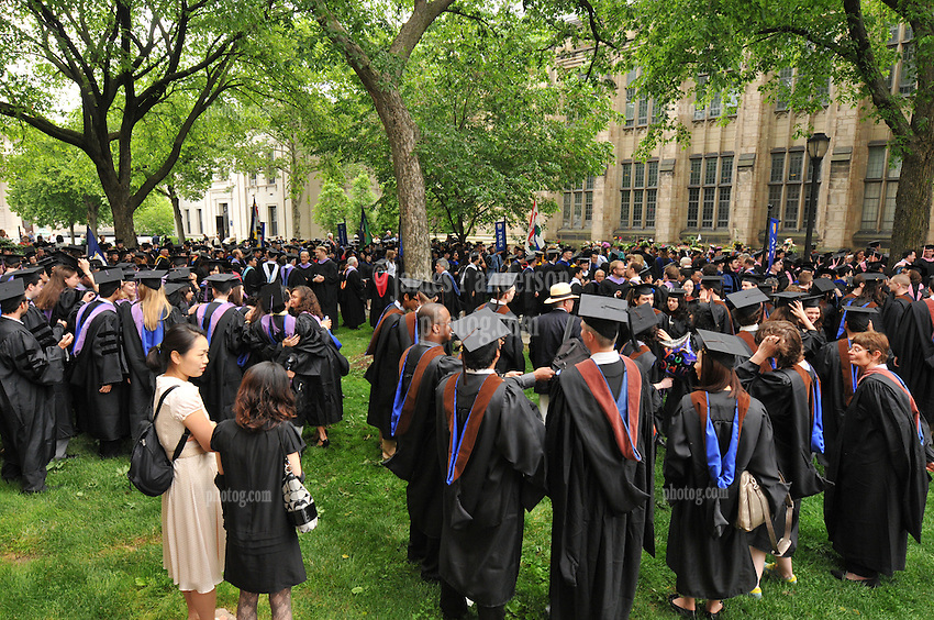 Yale University Commencement 2009 | Congregation and Activities on Cross Campus before the Ceremony