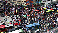 BOGOTÁ - COLOMBIA, 10-10-2018:Más de 60 mil estudiantes marcharon por la capital , protestando y exigiendo más presupuesto para la educación superior pública./More than 60 thousand students marched through the capital, protesting and demanding more budget for public higher education. Photo: VizzorImage / Felipe Caicedo / Satff