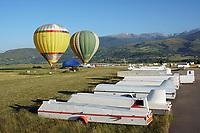 La Cerdanya: EUROPA,  SPANIEN, KATALANIEN, LA CERDANYA, 22.06.2018: Heissluftballonbetrieb  in La Cerdanya Flugplatz