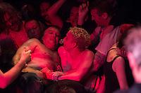 Jello Biafra Live im SO36 in Berlin.<br /> Die Punbkrock-Legende Jello Biafra, Gruender der Band Dead Kennedys, spielte am Dienstag den 25. August mit seiner Band The Guantanamo School Of Medicine im ausverkauften Berliner Club SO36 ein zweistuendiges Konzert.<br /> 25.8.2015, Berlin<br /> Copyright: Christian-Ditsch.de<br /> [Inhaltsveraendernde Manipulation des Fotos nur nach ausdruecklicher Genehmigung des Fotografen. Vereinbarungen ueber Abtretung von Persoenlichkeitsrechten/Model Release der abgebildeten Person/Personen liegen nicht vor. NO MODEL RELEASE! Nur fuer Redaktionelle Zwecke. Don't publish without copyright Christian-Ditsch.de, Veroeffentlichung nur mit Fotografennennung, sowie gegen Honorar, MwSt. und Beleg. Konto: I N G - D i B a, IBAN DE58500105175400192269, BIC INGDDEFFXXX, Kontakt: post@christian-ditsch.de<br /> Bei der Bearbeitung der Dateiinformationen darf die Urheberkennzeichnung in den EXIF- und  IPTC-Daten nicht entfernt werden, diese sind in digitalen Medien nach §95c UrhG rechtlich geschuetzt. Der Urhebervermerk wird gemaess §13 UrhG verlangt.]
