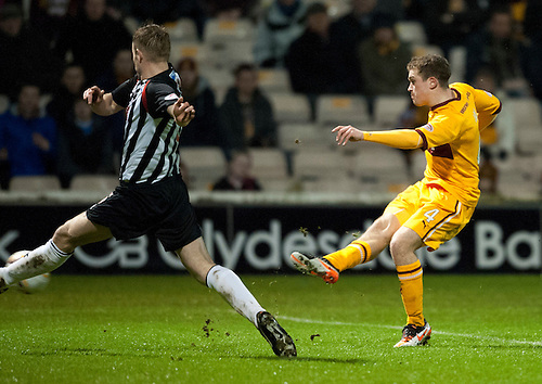 PICTURE BY - ROB CASEY .DESCRIPTION - MOTHERWELL v DUNFERMLINE.PIC SHOWS - NICKY LAW SCORES MOTHERWELL'S SECOND GOAL….. 2-0