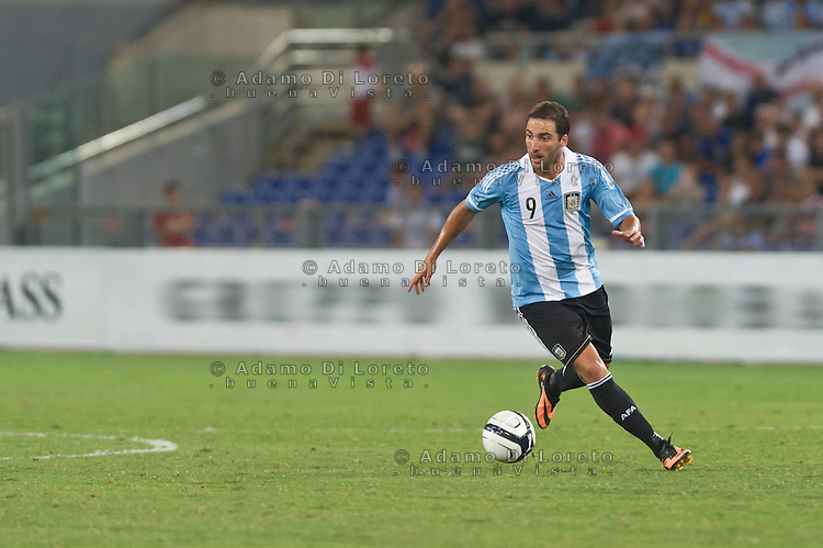 Argentina beats Italy 2-1 during the international friendly between Italy vs Argentina at Stadio Olimpico, in Rome, on August 14, 2013 in Rome. In the photo: Gonzalo Higuain Argentina. Photo: Adamo Di Loreto/BuenaVista*photo
