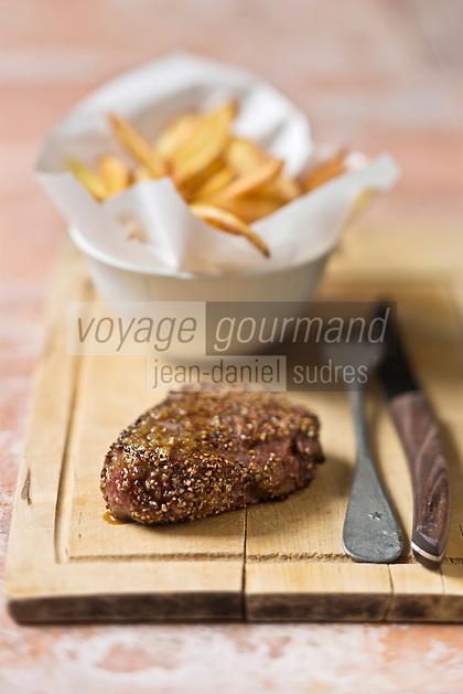 Steak au poivre, pommes couteaux - recette de Christian Constant