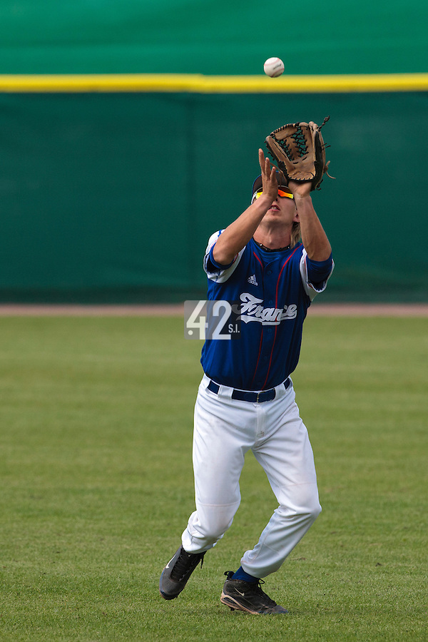 30 july 2010: Luc Piquet of France catches the ball during Italy 9-2 win over France, in day 6 of the 2010 European Championship Seniors, at TV Cannstatt ballpark, in Stuttgart, Germany.