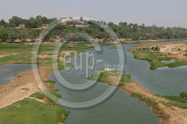 Niamey - Niger, March 30, 2012 -- Banks of River 'Fleuve' Niger at low water-level, the Grand Hotel with terrace overlooking the landscape -- Photo: Horst Wagner / eup-images