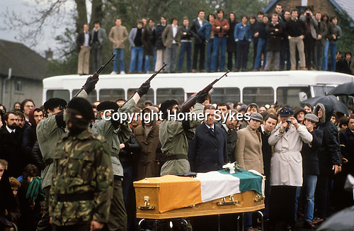 IRA paramilitary funeral Belfast.  Ireland. The Troubles. 1980s UK.