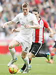 Real Madrid's Toni Kroos (l) and Athletic de Bilbao's Aritz Aduriz during La Liga match. February 13,2016. (ALTERPHOTOS/Acero)