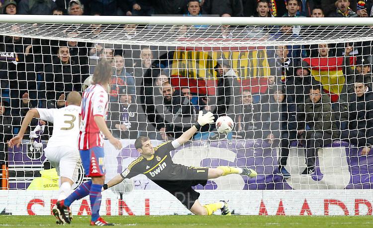 Madrid (14/04/2012).- Estadio Santiago Bernabeu..Liga BBVA.Real Madrid - Sporting de Gijon..Iker Casillas...Photo: Alex Cid-Fuentes / ALFAQUI..