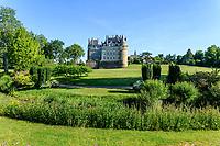 France, Maine-et-Loire (49), Brissac-Quincé, château de Brissac et l'Aubance (rivière)
