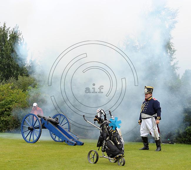 EAGLES GOLF CHARITY GOLF CUP - Golfpark Seehausen bei Leipzig - im Bild: Kanonenstart / Böllerschuss. Foto: Norman Rembarz..Norman Rembarz , Autorennummer 41043728 , Holbeinstr. 14, 04229 Leipzig, Tel.: 01794887569, Hypovereinsbank: BLZ: 86020086, KN: 357889472, St.Nr.: 231/261/06432 - Jegliche kommerzielle Nutzung ist honorar- und mehrwertsteuerpflichtig! Persönlichkeitsrechte sind zu wahren. Es wird keine Haftung übernommen bei Verletzung von Rechten Dritter. Autoren-Nennung gem. §13 UrhGes. wird verlangt. Weitergabe an Dritte nur nach  vorheriger Absprache..
