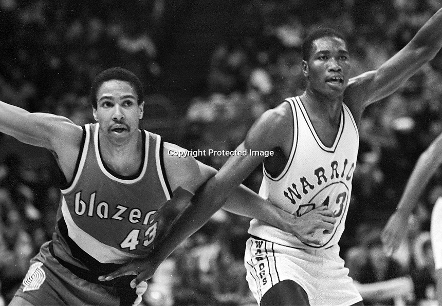 Warriors vs Portland...Larry Smith with Trailblazer Mychal Thompson...(1982 photo/Ron Riesterer)