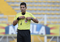 BOGOTÁ -COLOMBIA, 12-08-2018: Jorge Duarte, árbitro, durante el encuentro entre La Equidad y Deportivo Pasto por la fecha 4 de la Liga Águila II 2018 jugado en el estadio Metropolitano de Techo de la ciudad de Bogotá. / Jorge Duarte, referee, during match for the date 4 between La Equidad and Deportivo Pasto for the date 4 of the Aguila League II 2018 played at Metropolitano de Techo stadium in Bogotá city. Photo: VizzorImage/ Gabriel Aponte / Staff