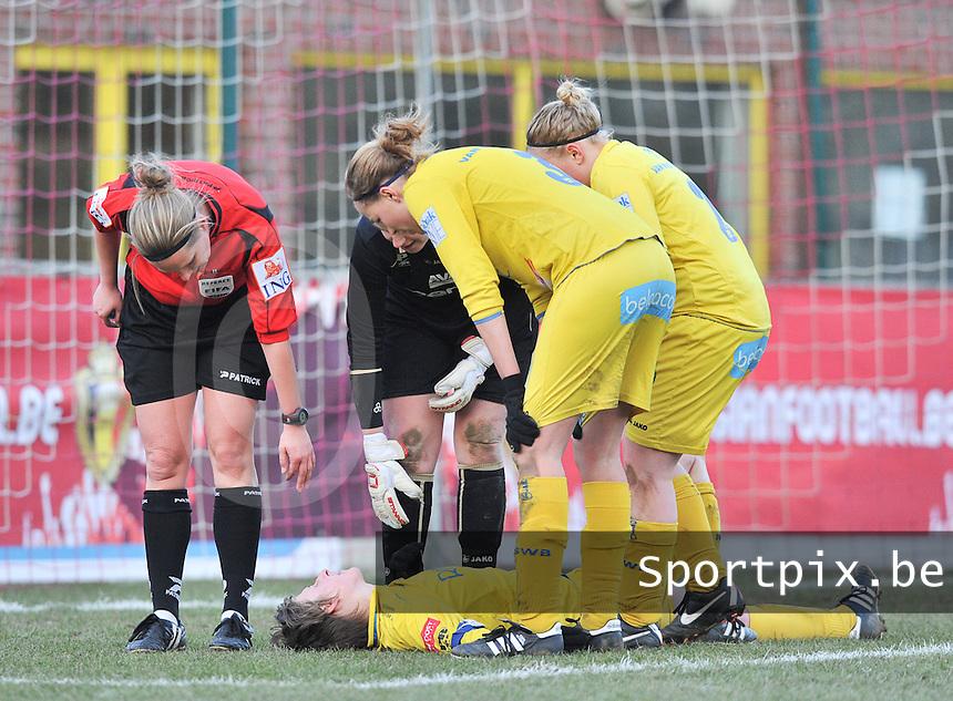 Waasland Beveren Sinaai Girls - RSC Anderlecht : Katrijn Windey ligt uitgeteld op de grond .foto DAVID CATRY / Nikonpro.be
