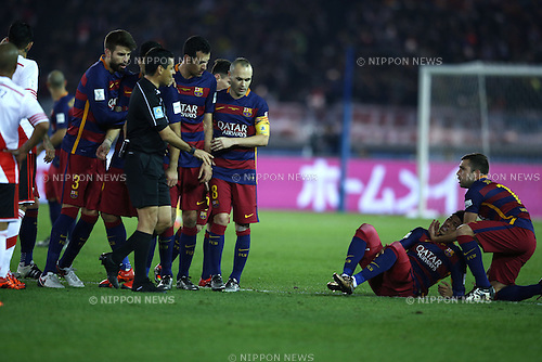 Barcelona team group, DECEMBER 20, 2015 - Football / Soccer : Neymar (2R) of Barcelona reacts during the FIFA Club World Cup Japan 2015 Final match between River Plate 0-3 FC Barcelona at International Stadium Yokohama in Kanagawa, Japan. (Photo by Koji Aoki/AFLO SPORT)