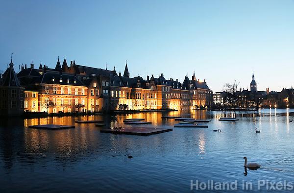 Nederland Den Haag  2017. De Hofvijver bij het Binnenhof.  Berlinda van Dam / Hollandse Hoogte