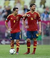 FUSSBALL  EUROPAMEISTERSCHAFT 2012   VORRUNDE Spanien - Italien            10.06.2012 Xavi Hernandez (li) und Xabi Alonso (re, beide Spanien)
