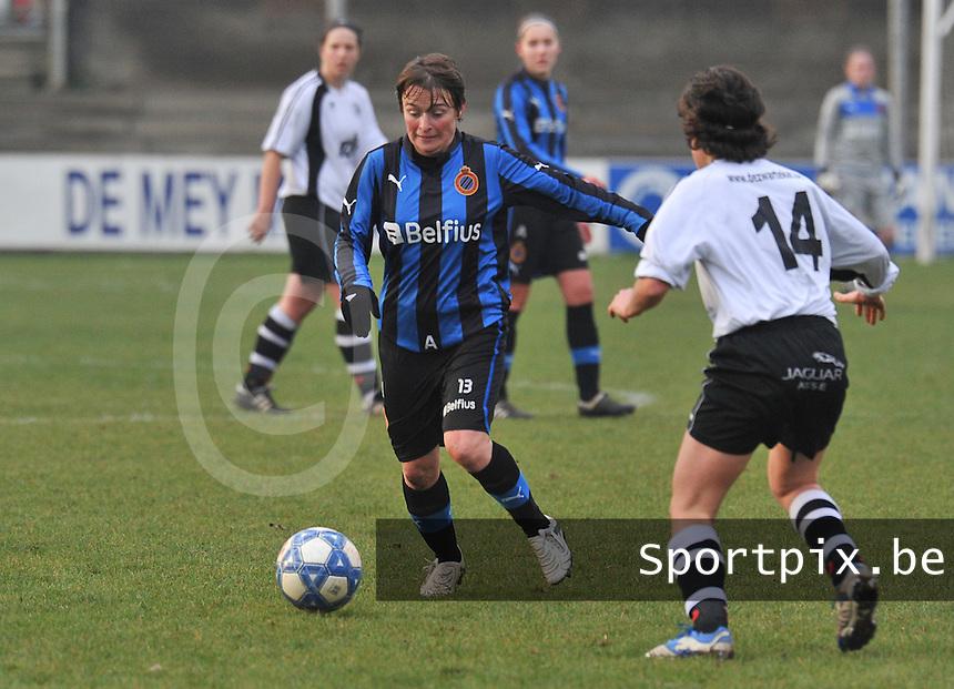 Club Brugge Dames - Eendracht Aalst Dames : Christine Saelens aan de bal.foto Joke Vuylsteke / Vrouwenteam.be