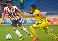 BARRANQUILLA - COLOMBIA - 31 - 03 - 2018: Leonardo Pico (Izq.) jugador de Atletico Junior disputa el balón con Edisson Restrepo (Der.) jugador de Leones F. C., durante partido de la fecha 12 entre Atletico Junior y Leones F. C., por la Liga Aguila I-2018, jugado en el estadio Metropolitano Roberto Melendez de la ciudad de Barranquilla. / Leonardo Pico (L) player of Atletico Junior vies for the ball with Edisson Restrepo (R) player of Leones F. C., during a match of the 12th date between Atletico Junior and Leones F. C., for the Liga Aguila I - 2018 at the Metropolitano Roberto Melendez Stadium in Barranquilla city, Photo: VizzorImage  / Alfonso Cervantes / Cont.