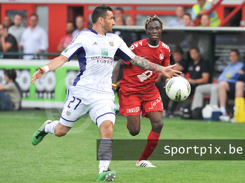 KV Kortrijk - RSC Anderlecht : Ernest Nfor met de afstoppende Marcin Wasilewski.foto David Catry / VDB /