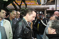 FOTO EMBARGADA PARA VEICULOS INTERNACIONAIS. SAO PAULO, SO, 26/09/2012, CELSO RUSSOMANO. O candidato a prefeitura de Sao Paulo, CElso Russomano comprimenta e ouve reinvindicacoes de caminhoneiros durante visita ao  Terminal de Cargas na Vila Galvao, na manha dessa Quarta Feia (26).Luiz Guarnieri/ Brazil Photo Press