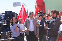 SAO PAULO, SP, 13 JULHO 2012 - ELEICOES 2012 - FERNANDO HADDAD - Nadia Campeao fala ao lado  do candidato a prefeitura de Sao Paulo pelo Partido dos Trabalhadores (PT), Fernando Haddad, que cumpre agenda eleitoral com caminhada no Campo Limpo regiao sul da capital paulista, nesta sexta-feira, 13. (FOTO: ADRIANA SPACA / BRAZIL PHOTO PRESS).