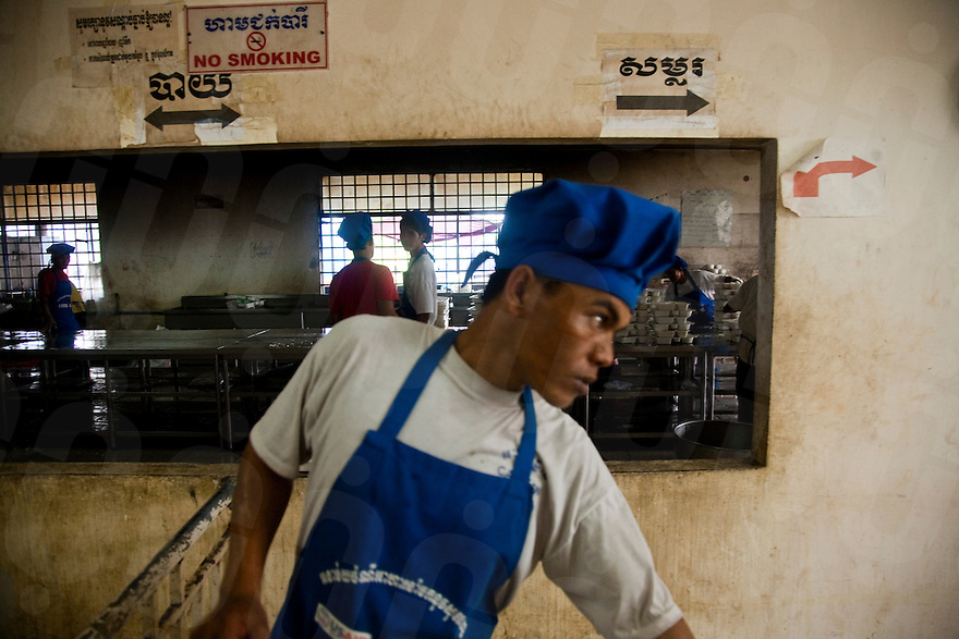 July 15, 2009 - Phnom Penh, Cambodia. Lunch is prepared for garment factory workers. © Nicolas Axelrod / Ruom
