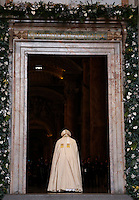 Papa Francesco varca la Porta Santa, in occasione dell'inizio ufficiale del Giubileo della Misericordia, nella Basilica di San Pietro, Citta' del Vaticano, 8 dicembre 2015.<br /> Pope Francis enters the Holy Door, on the occasion of the start of the Jubilee of Mercy, on St. Peter's Basilica at the Vatican, 8 December 2015.<br /> UPDATE IMAGES PRESS/Bonotto Giagnori<br /> <br /> STRICTLY ONLY FOR EDITORIAL USE<br /> <br /> *** ITALY AND GERMANY OUT ***