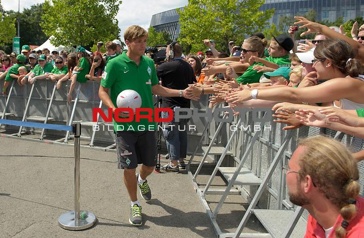 28.07.2013, Weserstadion, Bremen, GER, 1.FBL, Werder Bremen Tag der Fans 2013, im Bild Clemens Fritz (Bremen #8)<br /> <br /> Foto &copy; nph / Frisch
