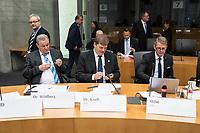 Sitzung des Umweltausschuss des Deutschen Bundestag zur Situation der Woelfe in Deutschland am Mittwoch den 18. April 2018.<br /> Die Ausschussmitglieder diskutierten mit Vertretern von Bauern- und Artenschutzverbaenden ueber die Problematik der Rueckkehr von Woelfen nach Deutschland, den Artenschutz und den Herdenschutz.<br /> Im Bild: Ausschussmitglieder der Fraktion der rechtsnationalistischen &quot;Alternative fuer Deutschland&quot;.<br /> Vlnr.: Marc Bernhard (hinten stehend), Heiko Wildberg, Rainer Kraft, Karsten Hilse.<br /> 18.4.2018, Berlin<br /> Copyright: Christian-Ditsch.de<br /> [Inhaltsveraendernde Manipulation des Fotos nur nach ausdruecklicher Genehmigung des Fotografen. Vereinbarungen ueber Abtretung von Persoenlichkeitsrechten/Model Release der abgebildeten Person/Personen liegen nicht vor. NO MODEL RELEASE! Nur fuer Redaktionelle Zwecke. Don't publish without copyright Christian-Ditsch.de, Veroeffentlichung nur mit Fotografennennung, sowie gegen Honorar, MwSt. und Beleg. Konto: I N G - D i B a, IBAN DE58500105175400192269, BIC INGDDEFFXXX, Kontakt: post@christian-ditsch.de<br /> Bei der Bearbeitung der Dateiinformationen darf die Urheberkennzeichnung in den EXIF- und  IPTC-Daten nicht entfernt werden, diese sind in digitalen Medien nach &sect;95c UrhG rechtlich geschuetzt. Der Urhebervermerk wird gemaess &sect;13 UrhG verlangt.]