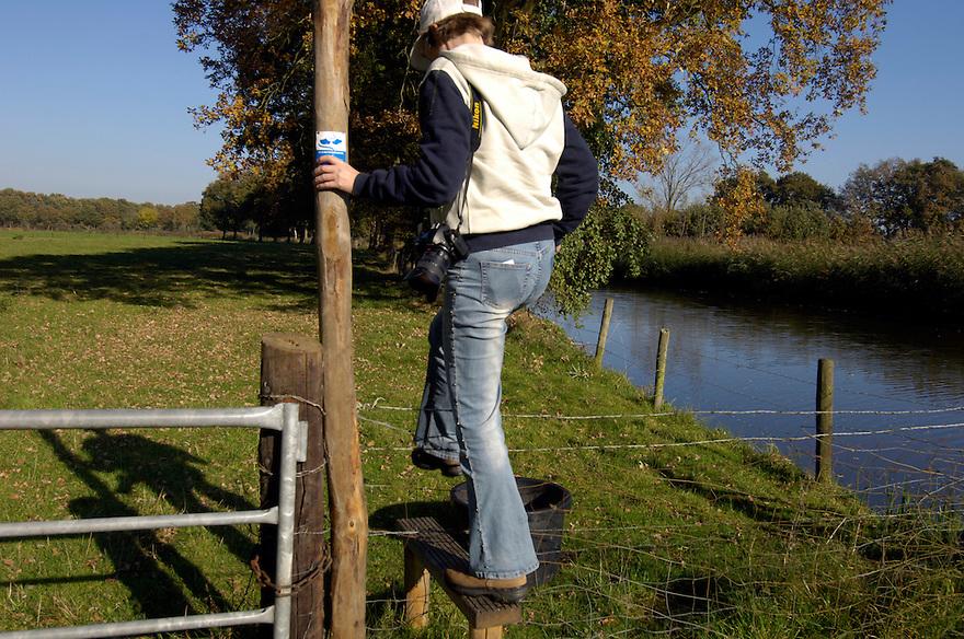 Nederland, Woudenberg, 29 okt 2005.Valleikanaal bij Woudenberg. .Mooi kanaal met wandel en fietspaden erlangs tussen boerenlandschap..Landschap, recreatie...Foto (c) Michiel Wijnbergh