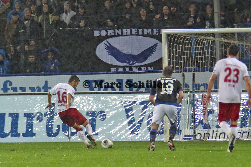 Karim Matmour (FCK) verwandelt den Elfmeter zum 0:3 - FSV Frankfurt vs. 1. FC Kaiserslautern, Frankfurter Volksbank Stadion