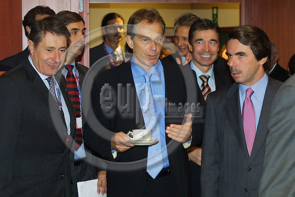 BRUSSELS - BELGIUM - 16 OCTOBER 2003 - EU-SUMMIT-- The British Prime Minister Tony Blair, in midtle, arrives to the summit with Danish Prime Minister Anders Fogh Rasmussen and their Spanish counterpart Jose Maria Aznar.  FOTO: ERIK LUNTANG