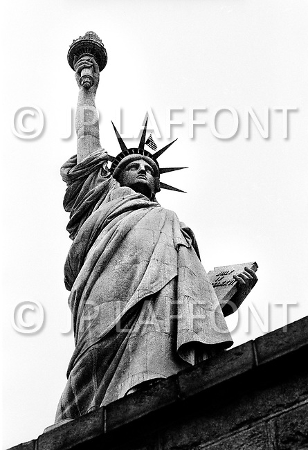 26th Dec 1971. The American Stars and Stripes flag is hung upside down on top of the Statue of Liberty by a group of Vietnam Veterans for 40 hours. Vietnam Veterans Against the War seized and occupied the Statue of Liberty for three days in opposition to the Vietnam War. During the protest, the group of fifteen wrote an open letter to American President Richard Nixon.