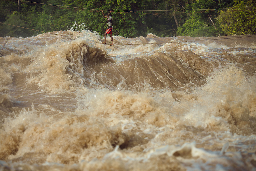 Kampei Samneang and his son are the only fishermen who cross the highwire. On the other side, in middle of the Khone Phapheng falls, the catch is often better. 04/08/2013 © Thomas Cristofoletti / Ruom