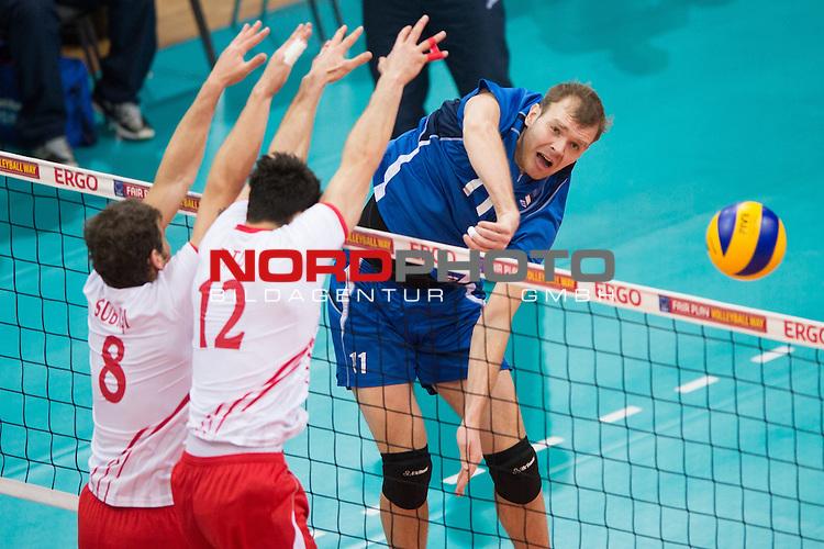 03.01.2014, MHP Arena, Ludwigsburg<br /> Volleyball, Qualifikation WM 2014, T&uuml;rkei / Tuerkei vs. Estland<br /> <br /> Block / Doppelblock Burutay Subasi (#8 TUR), Emre Batur (#12 TUR) - Angriff Oliver Venno (#11 EST)<br /> <br />   Foto &copy; nordphoto / Kurth