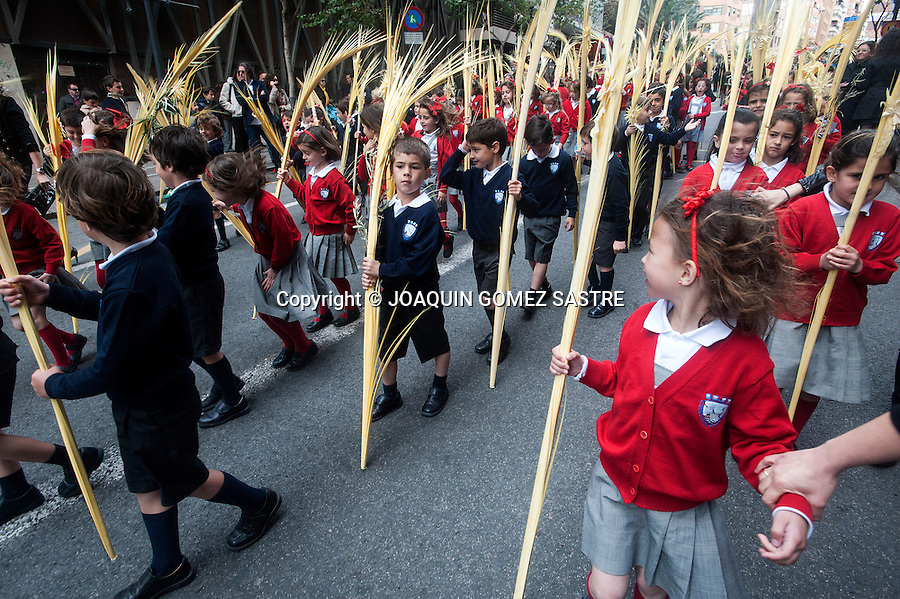 Some children carry the typical palms during the procession.photo © JOAQUIN GOMEZ SASTRE