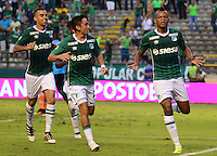 PALMIRA -COLOMBIA-05-11-2016. Harold Preciado (Der) jugador del Deportivo Cali celebra después de anotar un gol a Envigado FC durante partido por la fecha 19 de la Liga Aguila II 2016 jugado en el estadio Palmaseca de la ciudad de Palmira./ Harold Preciado (R) player of Deportivo Cali celebrates after scoring a goal to Envigado FC during match for the date 19 of the Aguila League II 2016 played at Palmaseca stadium in Palmira city.  Photo: VizzorImage/ NR /Cont