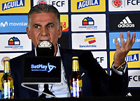 BOGOTÁ-COLOMBIA, 30-05-2019: Carlos Querioz, Director Técnico de La Selección Colombia de fútbol, gesticula durante rueda de prensa en la Sede Deportiva de la Federación Colombiana de Fútbol en Bogotá, 23 jugadores para la Copa América Brasil 2019. / Carlos Querioz, Technical Director of The Colombian Soccer Team, gestures during a press conference at the Headquarters of the Colombian Football Federation in Bogota, 23 players for the Coa America Brazil 2019. / Photo: VizzorImage / Luis Ramírez / Staff.