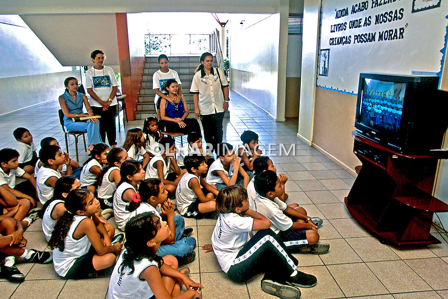 Aula com vídeo, Escola Estadual Monteiro Lobato. Boa Vista. Roraima. 2003. Foto de Juca Martins.