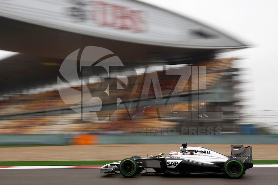 SHANGAI, CHINA, 19.04.2014 - GP DA CHINA - TREINO CLASSIFICATORIO - O piloto britanico Jenson Button da equipe McLaren durante o treino classificatório para o Grande Prêmio da China de Fórmula 1 no Circuito Internacional de Xangai, neste sábado(19). Hamilton ficou com a pole position com o tempo de 1min53s860 (Foto: Pixathlon / Brazil Photo Press).