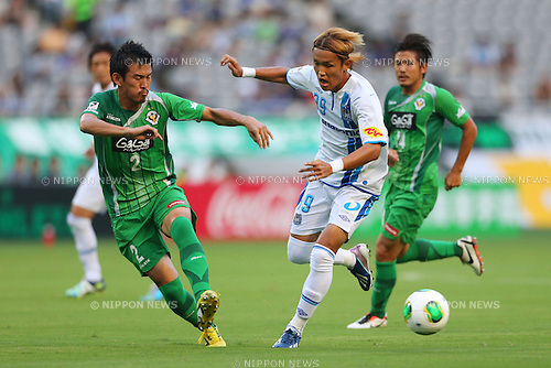 (L to R) Naoya Ishigami (Verdy), Takashi Usami (Gamba), <br /> July 27, 2013 - Football / Soccer : <br /> 2013 J.LEAGUE Division 2, 26th Sec <br /> match between Tokyo Verdy 3-3 Gamba Osaka <br /> at Ajinomoto Stadium Hiratsuka, Kanagawa, Japan. <br /> (Photo by Daiju Kitamura/AFLO SPORT) [1045]