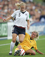 10 July 2005:  Lindsay Tarpley of USA dribbles the ball away from Ukraine defender at Merlo Field at University of Portland in Portland, Oregon.    USA defeated Ukraine, 7-0.   Credit: Michael Pimentel / ISI